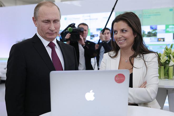 На фото Маргарита Симоньян и Владимир Путин
