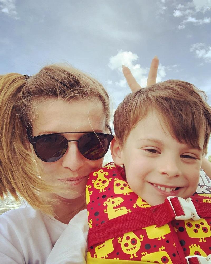 Ольга Скабеева и ее сын на фото