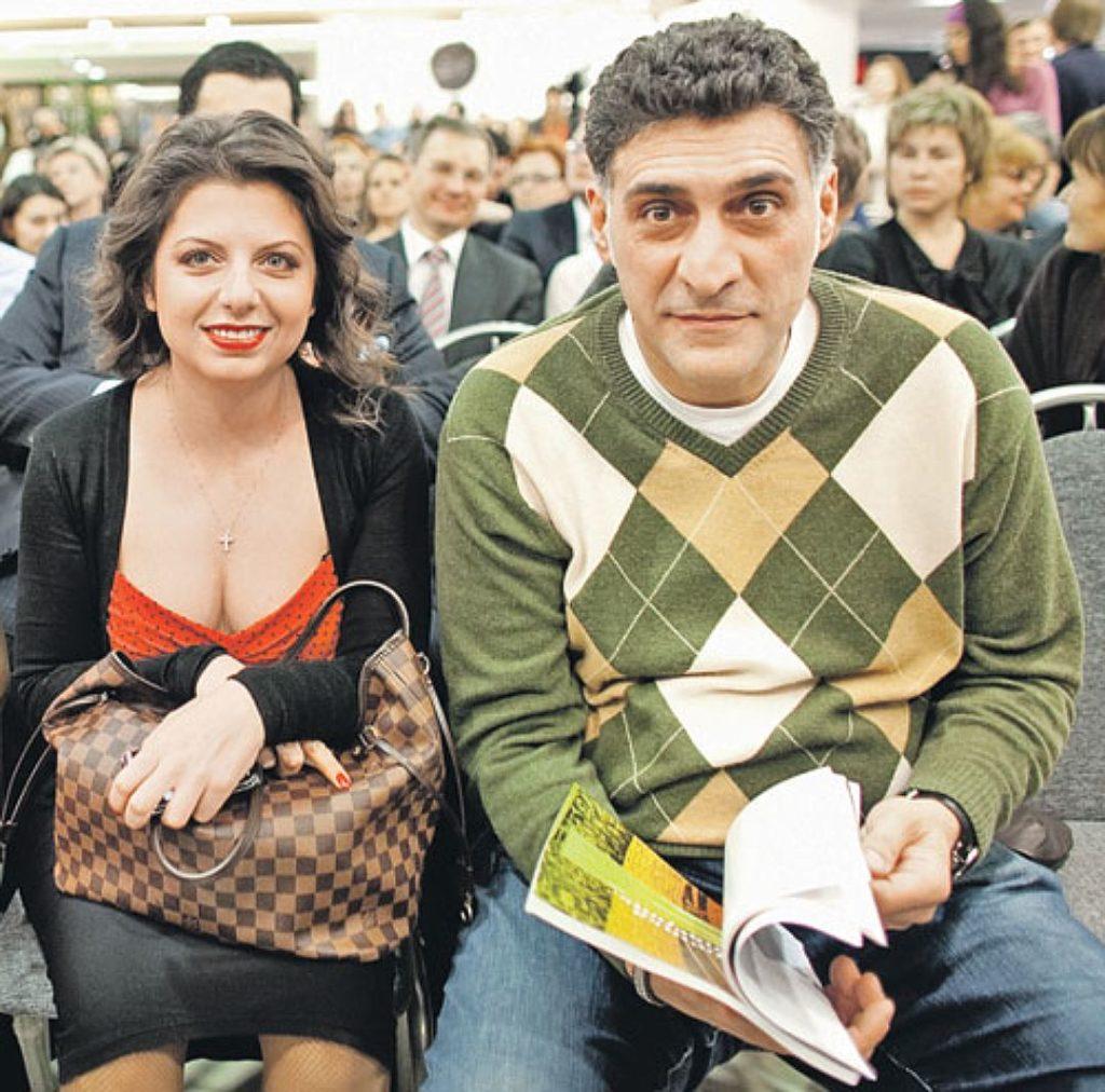На фото Маргарита Симоньян и Тигран Кеосаян
