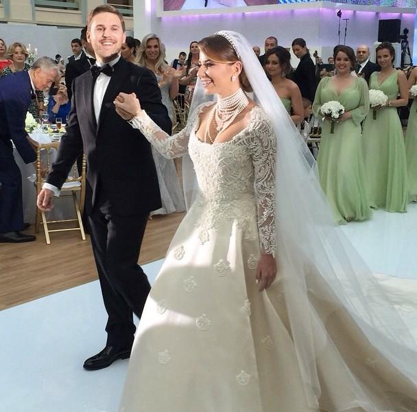 Петр Максаков и Галина Юдашкина и их свадебное мероприятие