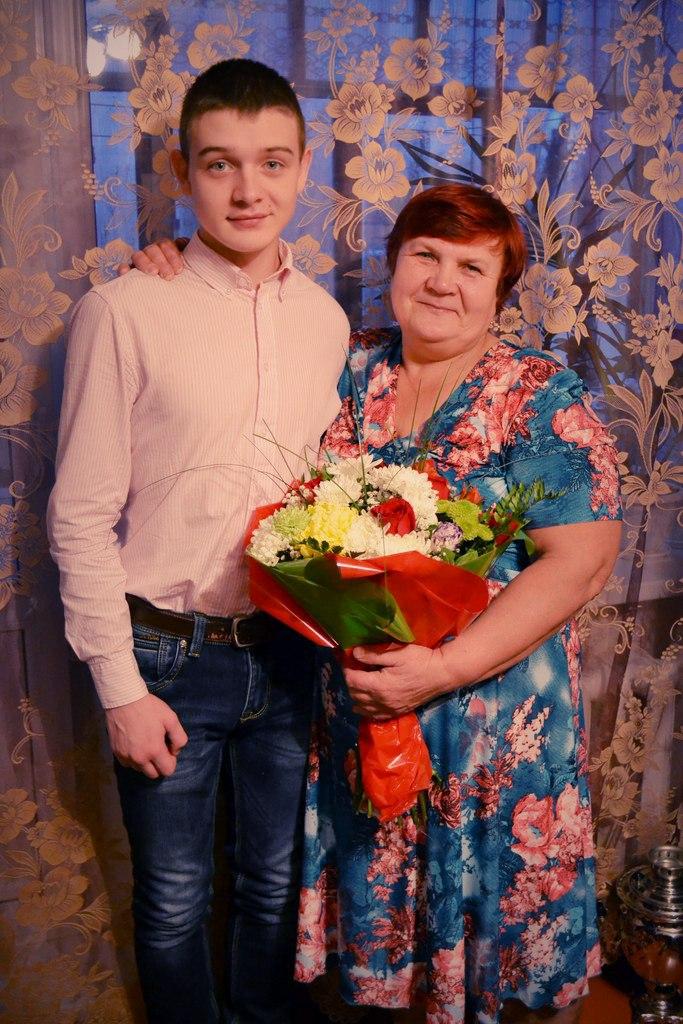 Роман Крылов с мамой на фото