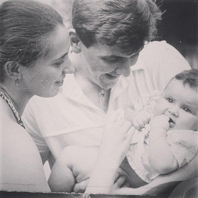 Анна Корсун с родителями на фото