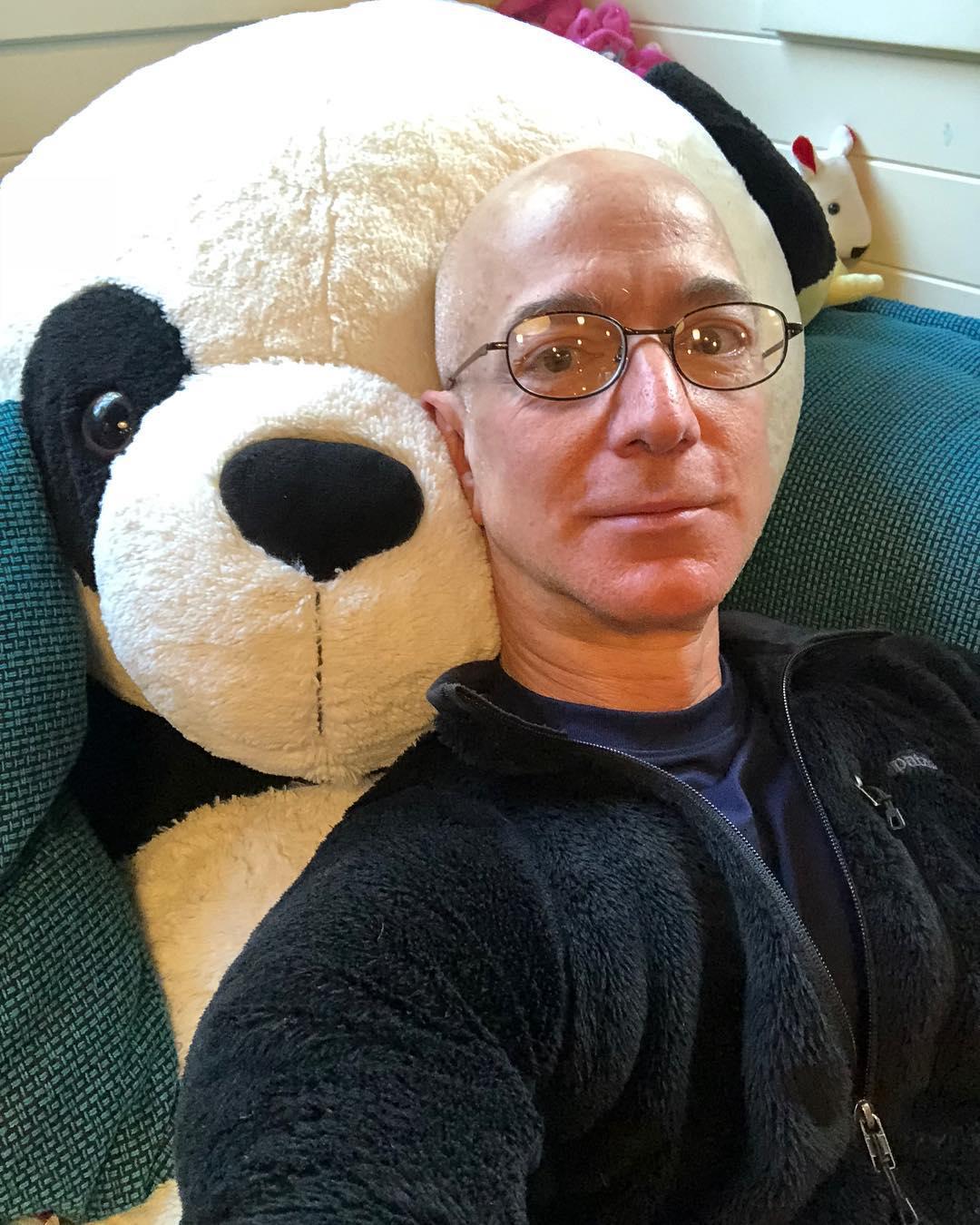 Джефф Безос на фото создатель Amazon