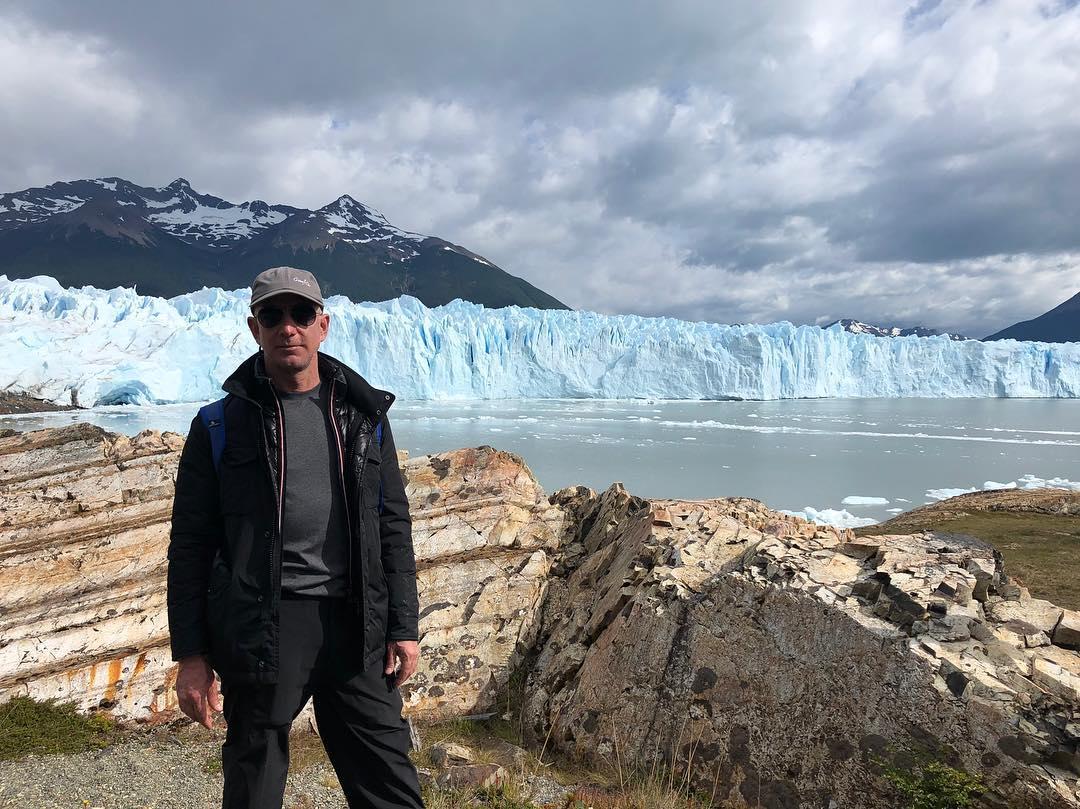 Джефф Безос и его жизнь на фото