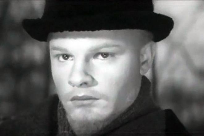 Родион Нахапетов в роли молодого Владимир Ленина на фото