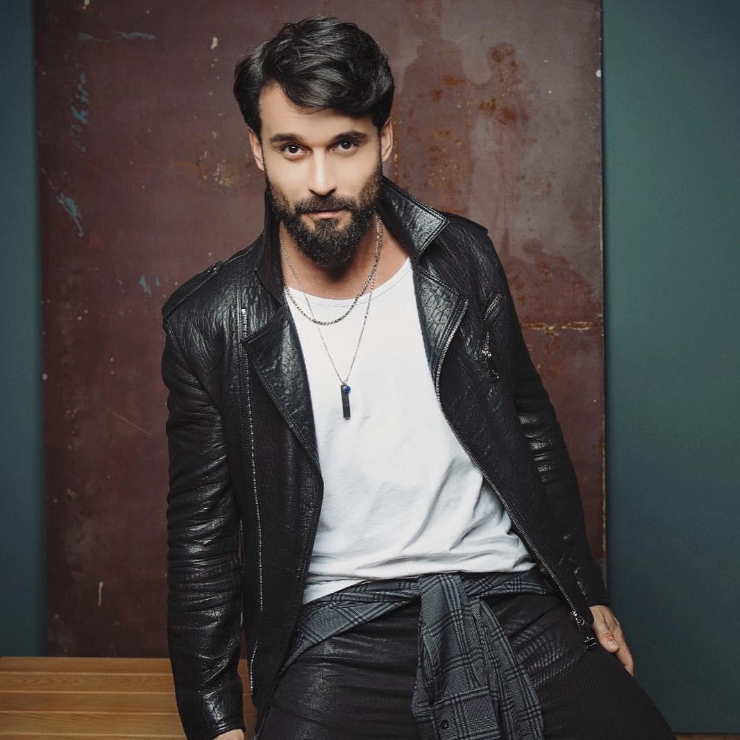Али Эрсан Дуру на фото актер