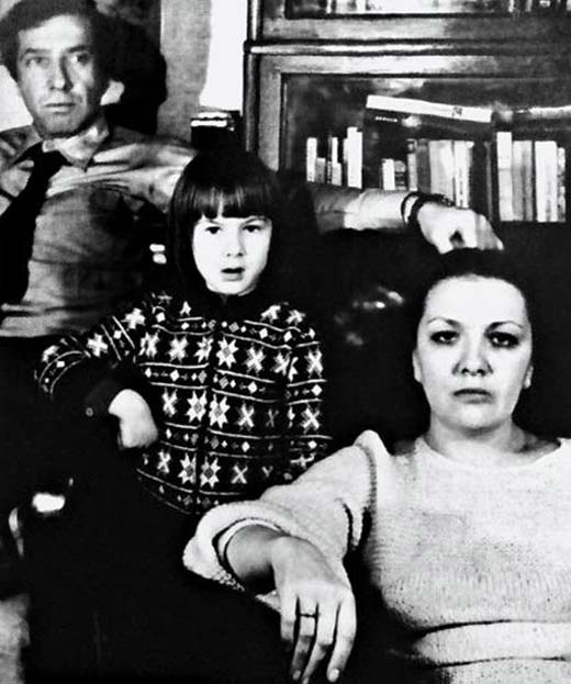 Дарья Юрская в детстве с родителями в фото