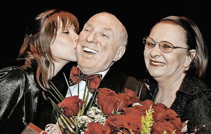 На фото Наталья Тенякова, Сергей Юрский с дочерью