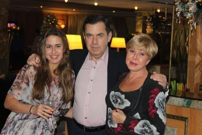 Любовь Успенская с мужем Александром и дочерью Татьяной на фото