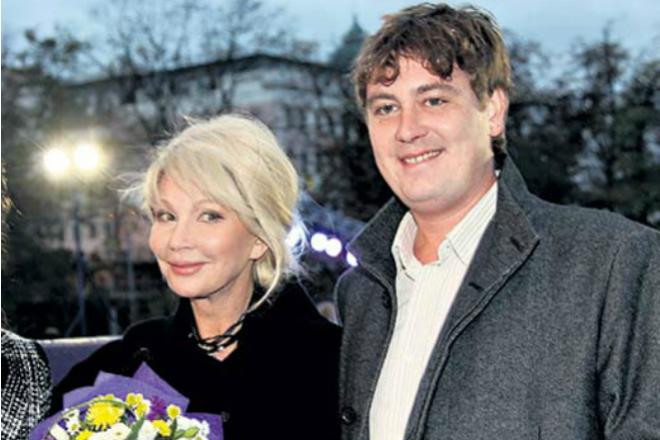 На фот Татьяна Веденеева с сыном Дмитрием